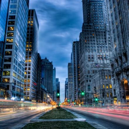 Michigan Avenue hums during rush hour. (Image: Brian Kowpowski CC by/nc/sa)