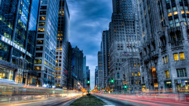 Michigan Avenue hums during rush hour. (Image: Brian Kowpowski CC by/nc/sa)